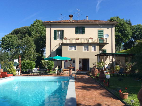 Villa with Pool for sale Barga